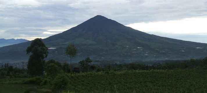 Gunung-Terangker-Di-Indonesia-01