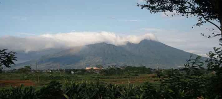 Gunung-Terangker-Di-Indonesia-02