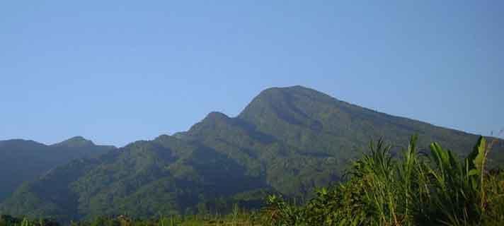 Gunung-Terangker-Di-Indonesia-03