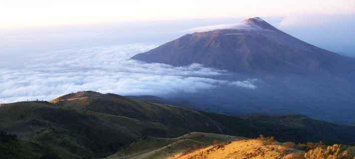 Gunung-Terangker-Di-Indonesia-04