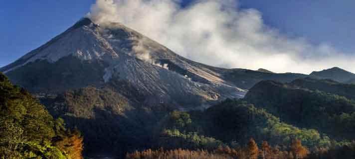 Gunung-Terangker-Di-Indonesia-05