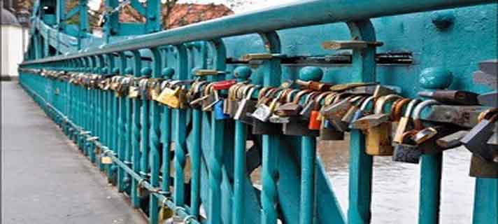Jembatan-Gembok-Cinta-Paling-Terkenal-Di-Dunia-03