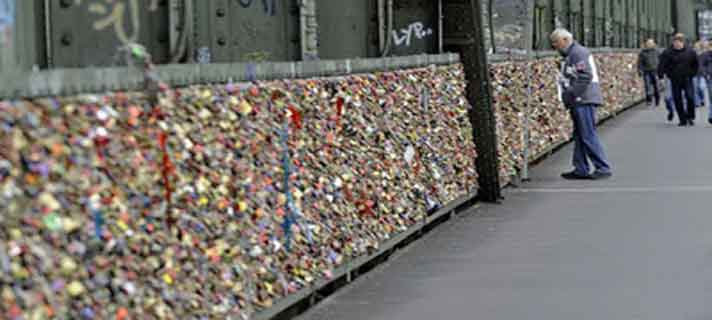 Jembatan-Gembok-Cinta-Paling-Terkenal-Di-Dunia-05