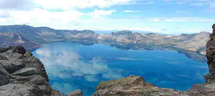 Danau-Vulkanik-Terindah-Di-Dunia-02