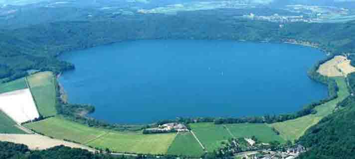 Danau-Vulkanik-Terindah-Di-Dunia-06