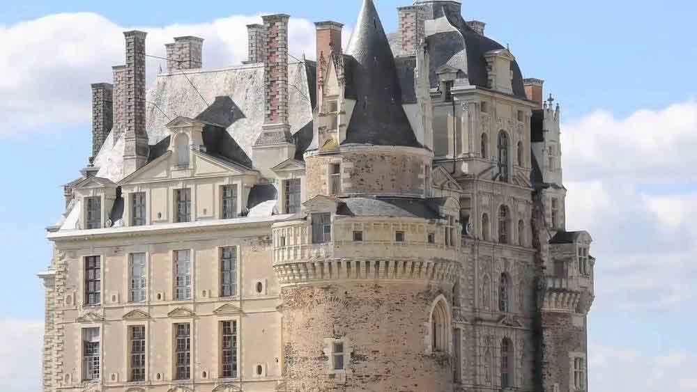 Kastil-Paling-Angker-Di-Dunia-07