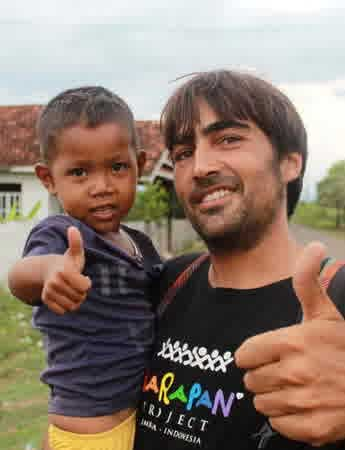 Orang-Asing-Yang-Peduli-Indonesia-04