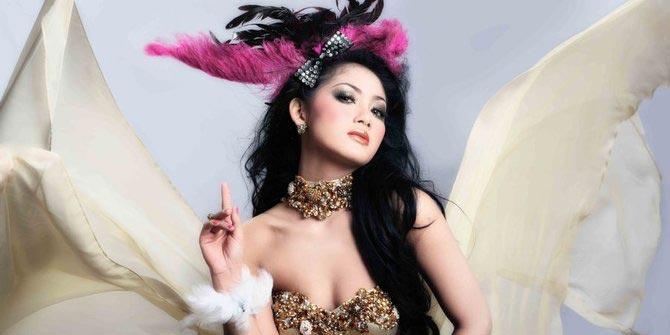 Penyanyi-Dangdut-Terseksi-Di-Indonesia-02