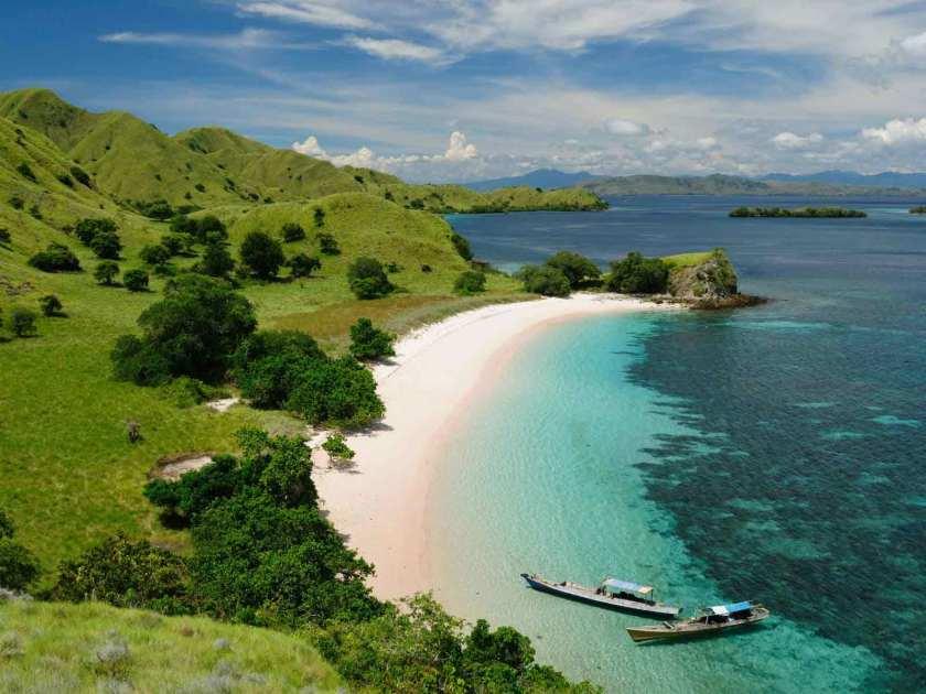 Padang-Savana-Terindah-Di-Indonesia-02