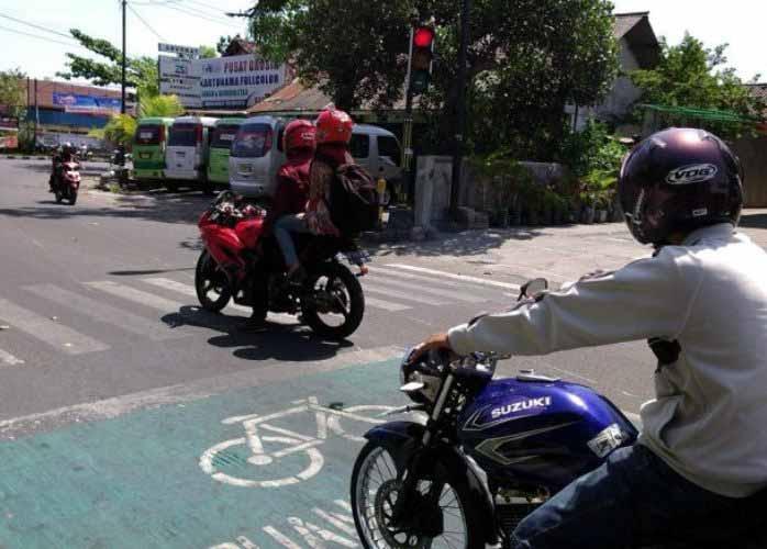 Peraturan-Yang-Sering-Dilanggar-Di-Indonesia-03