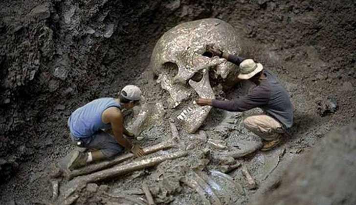 Penemuan Kerangka Manusia Raksasa