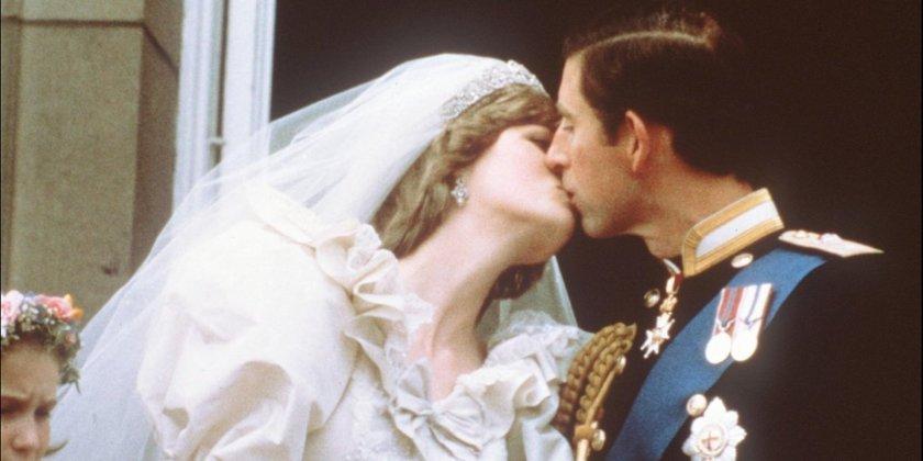 5 Foto Ciuman Paling Terkenal Yang Bisa Membuatmu Iri Melihatnya