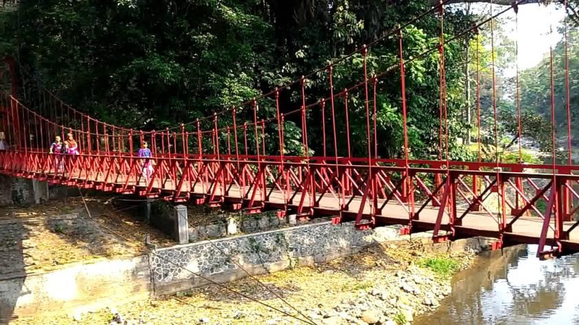 Image result for jembatan merah bogor