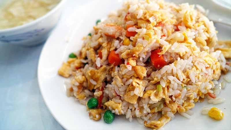Membuat Nasi Goreng Restoran Ala Tempat Makan Olahan Seafood Favorit