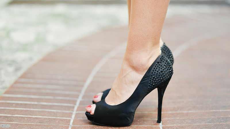 Siasat Efektif Agar Tidak Cidera Saat Menggunakan High Heels